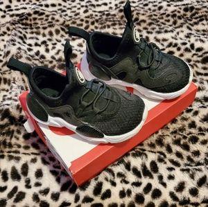 7c Nike Huarache Run Sneakers